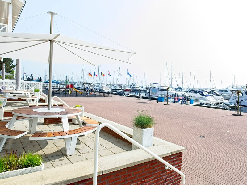 Ideal Apartment in Ouddorp with Private Terrace, holiday rental in Nieuwland