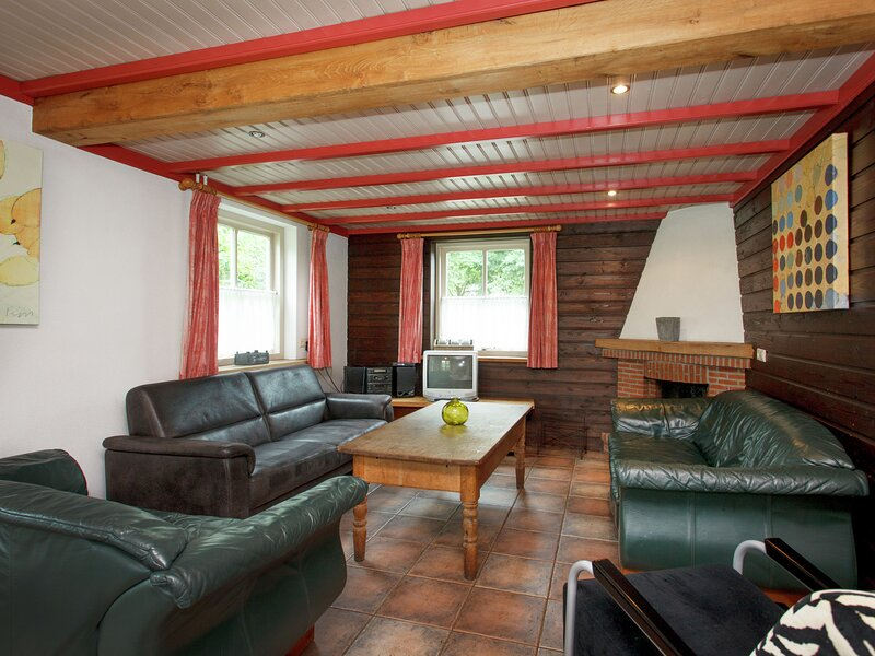 Beautiful Holiday Home in Lage Mierde with Fireplace, holiday rental in Oirschot
