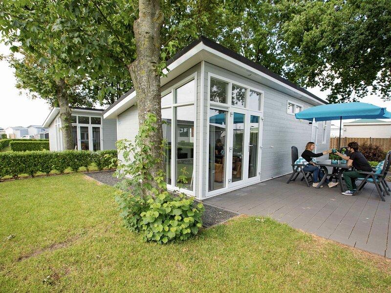 Comfy chalet with a dishwasher, close to Cromvoirt, location de vacances à Vlijmen