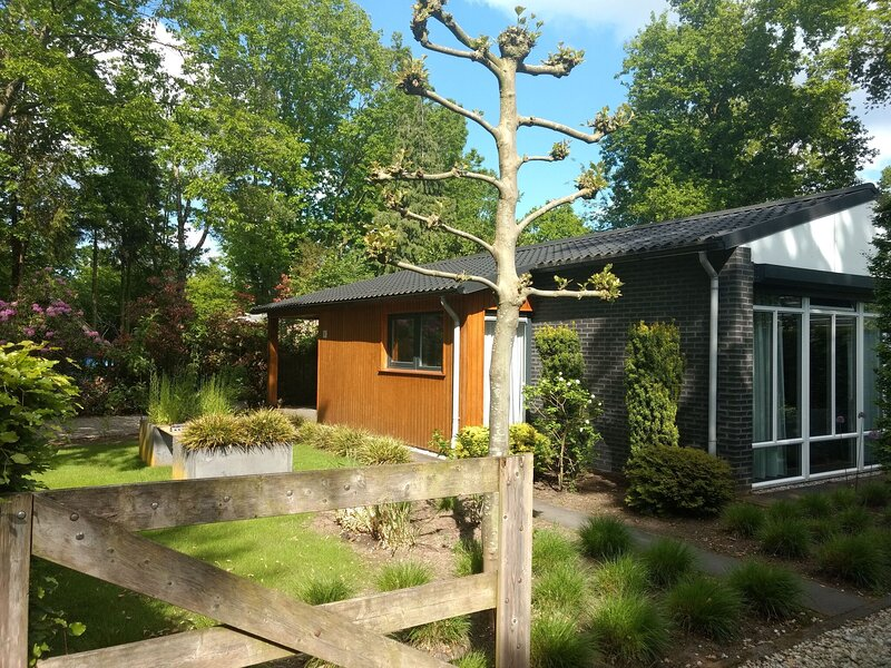 Holiday home in Schaijk with garden and roofed terrace, Ferienwohnung in Uden