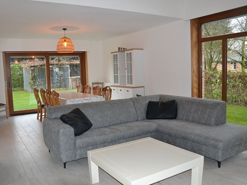 Welcoming Villa in Puivelde with Terrace, Garden, Barbeque, location de vacances à Wachtebeke