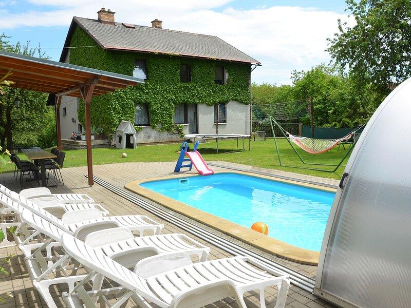 Luxury Villa in Zelenecka Lhota with Private Pool, vacation rental in Mnichovo Hradiste