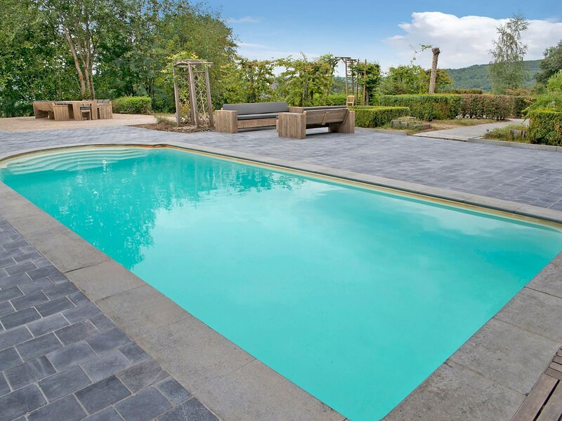 Majestic Holiday Home in Manhay with Private Swimming Pool, casa vacanza a Manhay