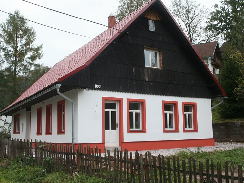 Spacious Holiday Home in Rudník with Garden, holiday rental in Lampertice