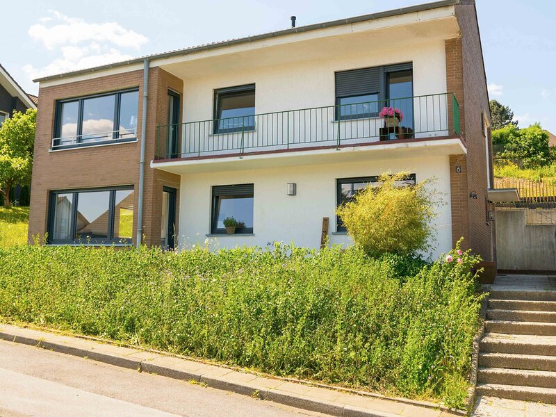 Ravishing Apartment in Velbert-Nefiges near City Centre, alquiler de vacaciones en Remscheid