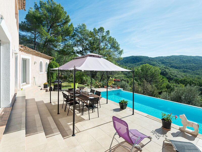 Spacious Villa in Bargemon with Swimming Pool and airconditioning, holiday rental in Comps-sur-Artuby