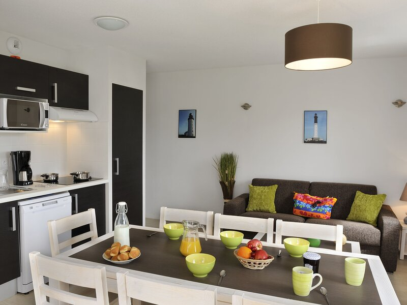 Neat house with dishwasher, near the beach of the Vendée, holiday rental in L'Ile-d'Olonne