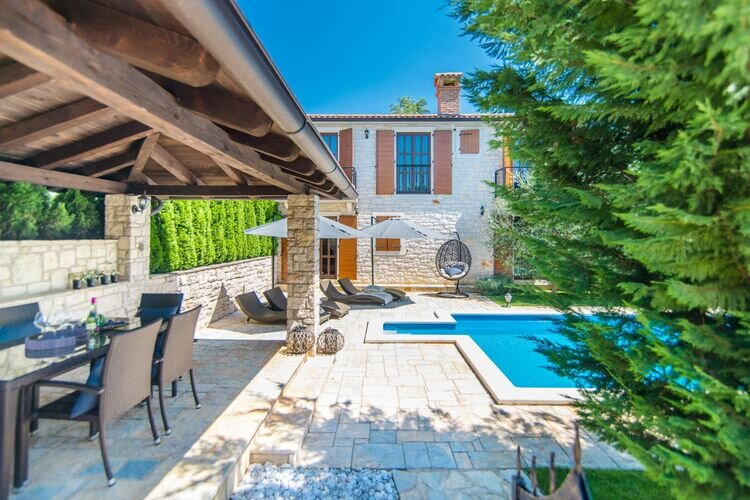 150 years old foundations Villa in a typical Istrian rustical style, holiday rental in Sveti Lovrec