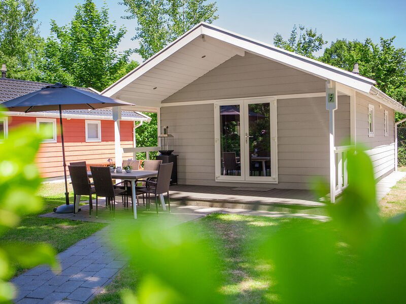 Cozy Tiny House with a nice terrace near Eindhoven – semesterbostad i Eindhoven