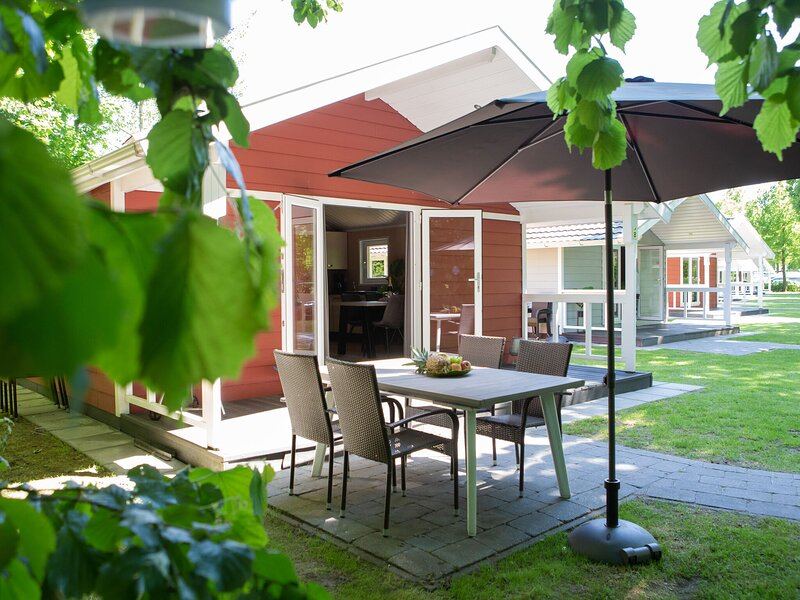 Beautiful lodge with a nice terrace, located in Brabant – semesterbostad i Eindhoven