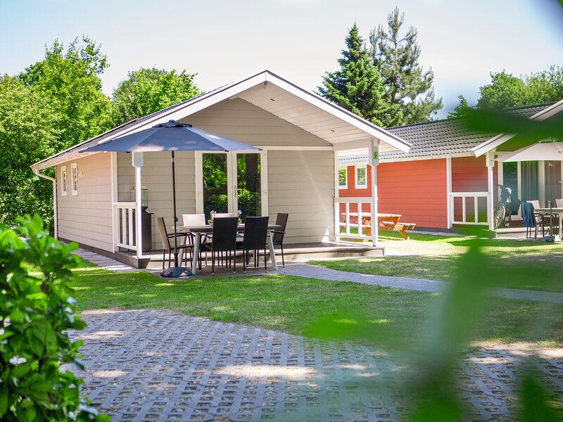Beautiful lodge with dishwasher, located in Brabant – semesterbostad i Eindhoven