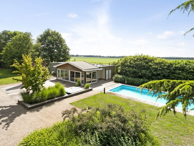 Holiday Paradise in Sterksel With Swimming Pool and Jacuzzi in a quiet area – semesterbostad i Eindhoven