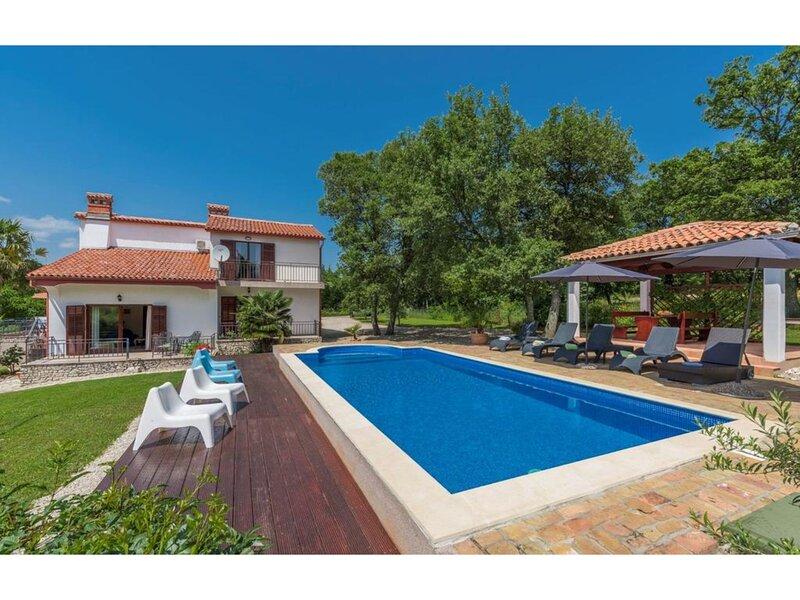 Nice pet-friendly villa with pool near Labin and Rabac, holiday rental in Rasa