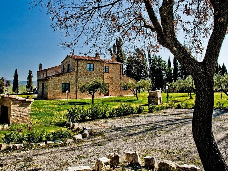Appealing Apartment in Asciano with Barbeque, casa vacanza a Asciano