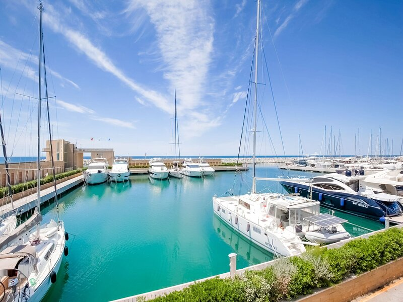 Elegant apartment in San Vincenzo with a sea-view, vakantiewoning in San Vincenzo