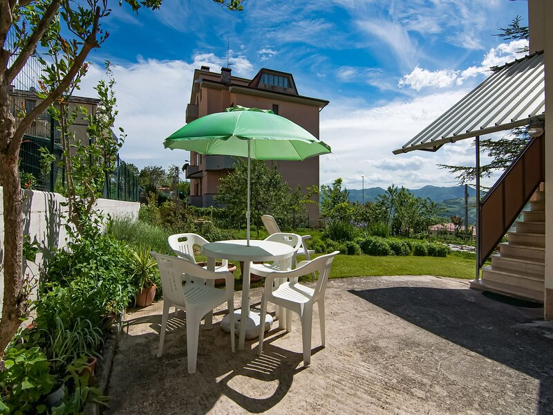 Holiday home in Cupramontana with furnished garden and bbq, holiday rental in Angeli Stazione
