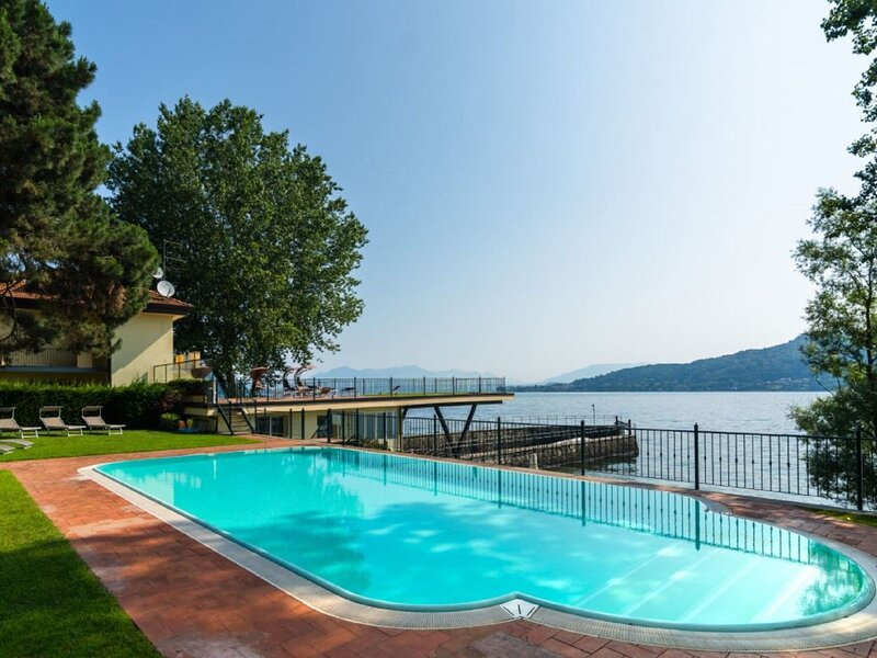 Picturesque Holiday Home in Meina with Swimming Pool, vacation rental in Dormelletto