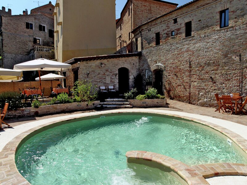 Lovely Apartment in Monteprandone with Sauna, holiday rental in Colli Del Tronto