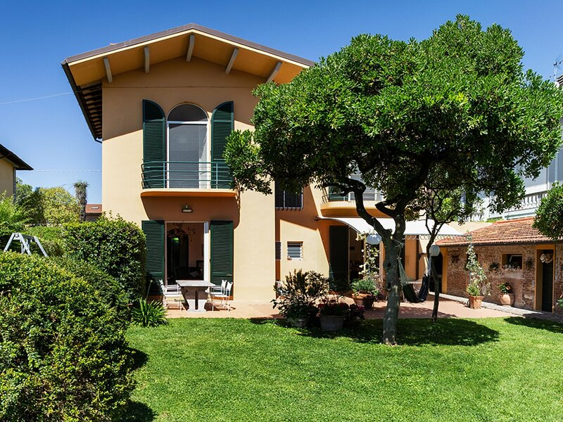 Spacious Holiday Home in Pisa with Private Garden, Terrace, holiday rental in Arena-Metato