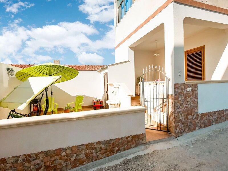 Alluring Holiday Home in Triscina Di Selinunte with Terrace, alquiler vacacional en Castelvetrano