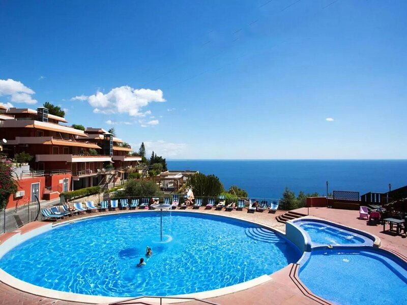 Comfortable Apartment in Letojanni with Terrace, holiday rental in Limina