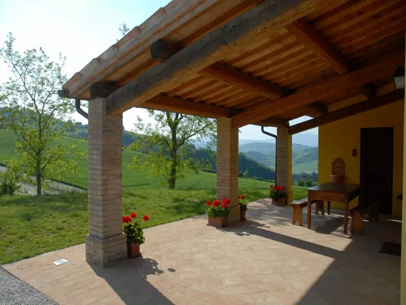 Elegant Holiday Home in Urbania with Garden, holiday rental in Sant'Angelo in Vado