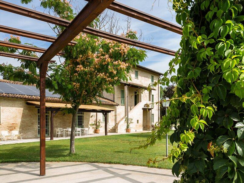 Comfy villa in Papiano with BBQ and sun loungers, alquiler de vacaciones en Marsciano