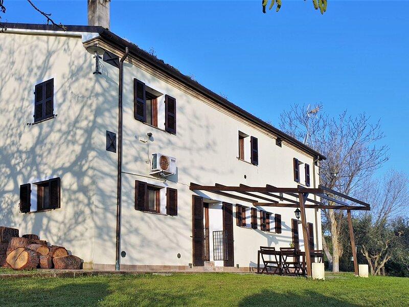 Attractive Apartment in Filottrano with Fenced Garden, casa vacanza a Agugliano