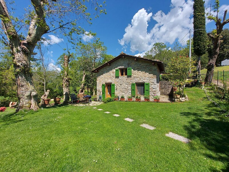 Dreamy holiday home in Toscana with fenced garden and bbq, location de vacances à Pascoso