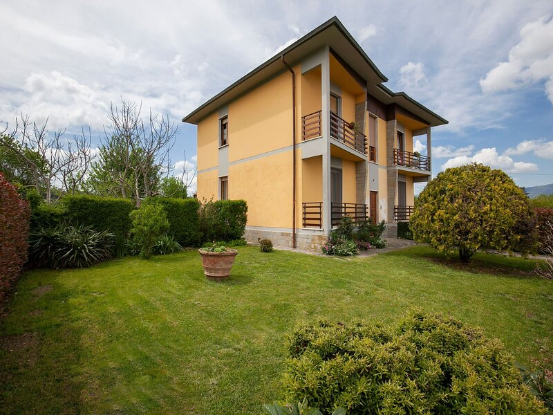 Holiday home at Borgo San Lorenzo on the fringes of Florence, holiday rental in Ferracciano