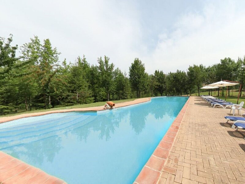 Pleasant Holiday Home in Torgiano near Wine Museum, holiday rental in Ponte Valleceppi