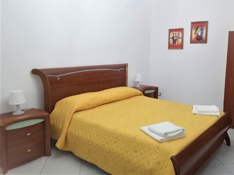 Cosy Holiday Home in Leonforte with Terrace, alquiler vacacional en Nicosia