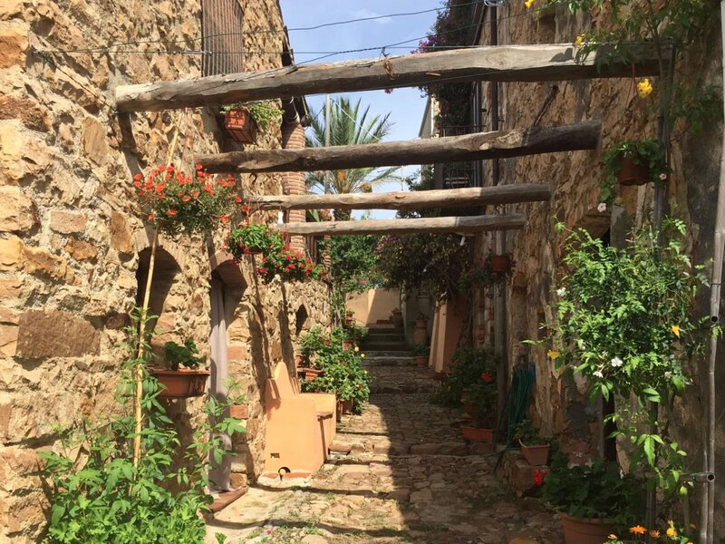 Enchanting Holiday Home in Cefalù with Garden, holiday rental in Finale