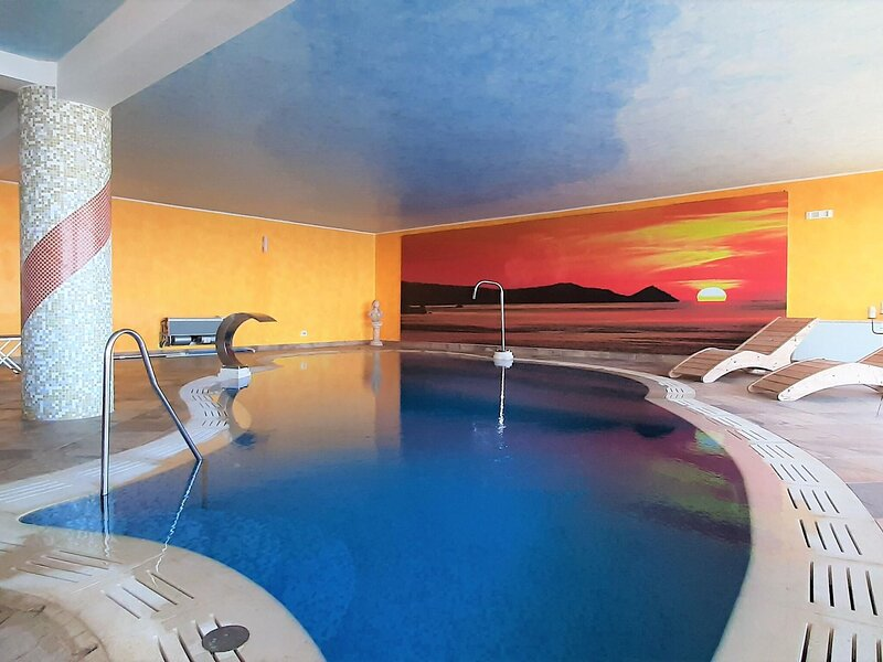 Divine Holiday Home in Giosa Marea with Sauna and Jacuzzi, holiday rental in San Giorgio