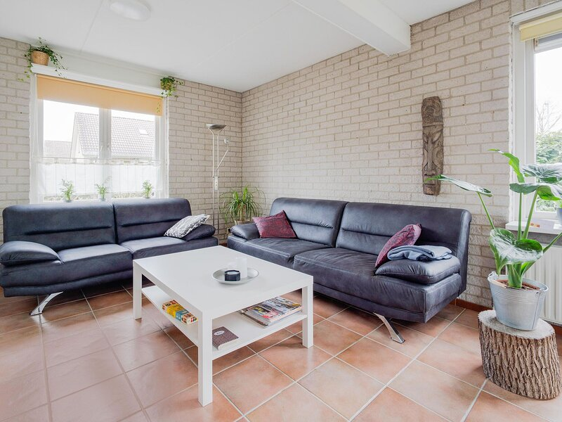 Lush Bungalow in Beek Gem Montferland with Jacuzzi, holiday rental in Rees