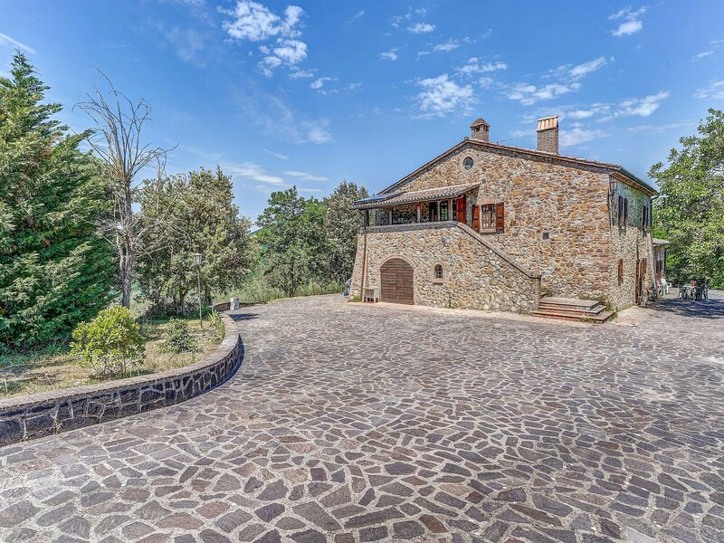 Elegant holiday home in Castel Viscardo with terrace and bbq, holiday rental in Sala