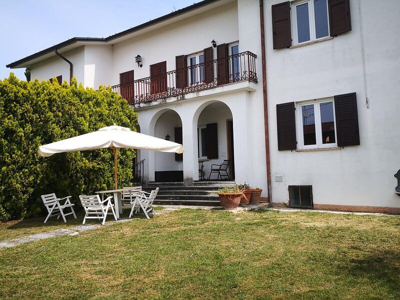Snug Holiday Home near Lazise and Lake Garda with Olive Garden, holiday rental in Pastrengo