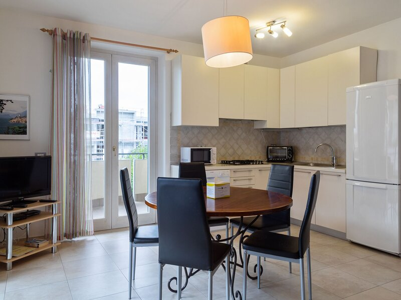 Elegant Holiday Home in Lazise with Swimming Pool near Lake, holiday rental in Pastrengo