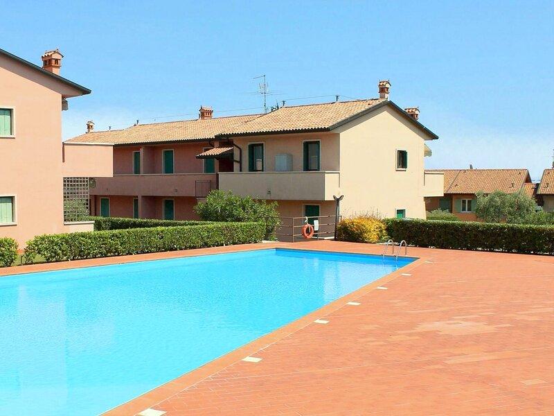 Beautiful Apartment with Garden and Fireplace, alquiler vacacional en Cisano