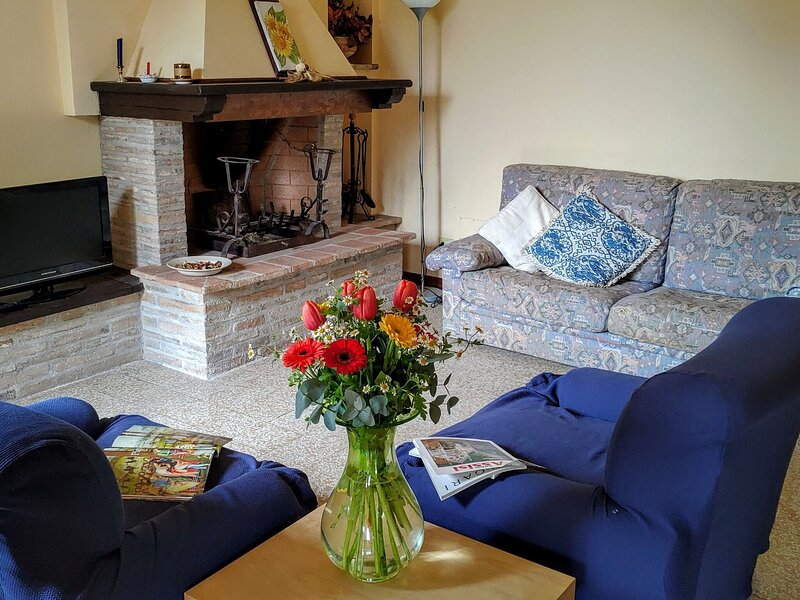 Scenic Holiday Home in Ramazzano with Garden and Barbeque, holiday rental in Ponte Pattoli