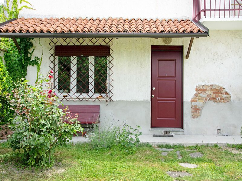 Holiday home in Asti with a lovely hill view from the garden, alquiler de vacaciones en Berzano di San Pietro