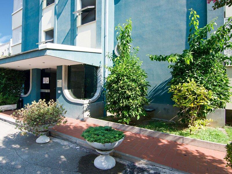 Renovated apartment in northern zone of Riccione, 100 meters from the sea., casa vacanza a Rivazzurra di Rimini
