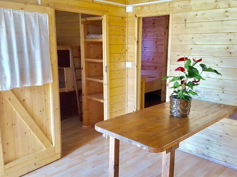 Tidy chalet with terrace in an area near the sea, holiday rental in Lido di Dante
