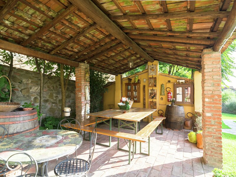 Glorious Holiday Home in Cortona with Swimming Pool, Ferienwohnung in Camucia