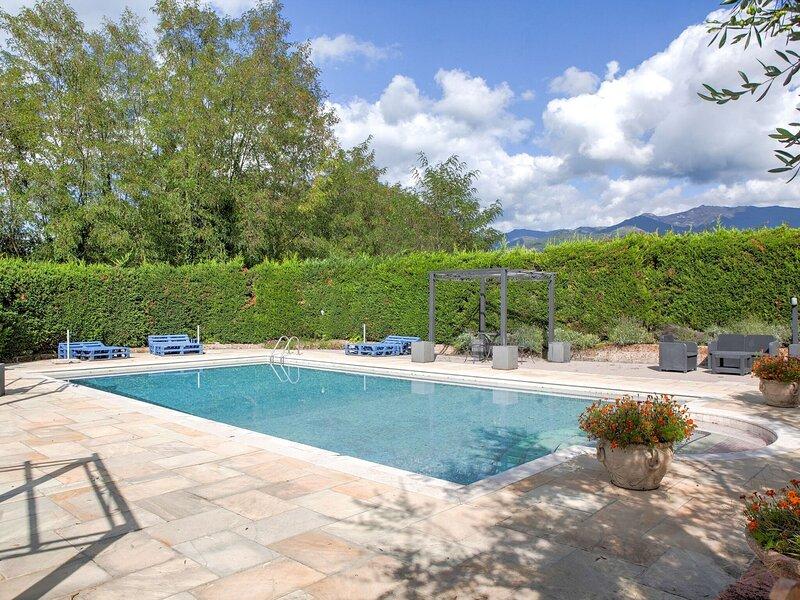 Extraordinary Farmhouse in Pian di sco-Campiglia with Sauna, holiday rental in Figline Valdarno