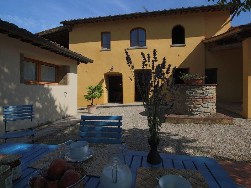 Spacious Holiday Home in Castelfranco di Sopra with Pool, aluguéis de temporada em La Lama