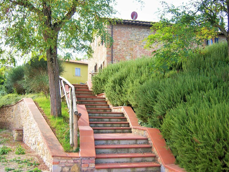 Lush Farmhouse in Gambassi Terme-Fi with Tennis Court, holiday rental in Varna