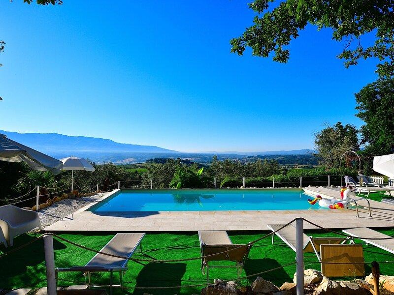 Splendid Holiday Home in Rignano Sull'Arno-FI with Garden, location de vacances à San Donato in Collina