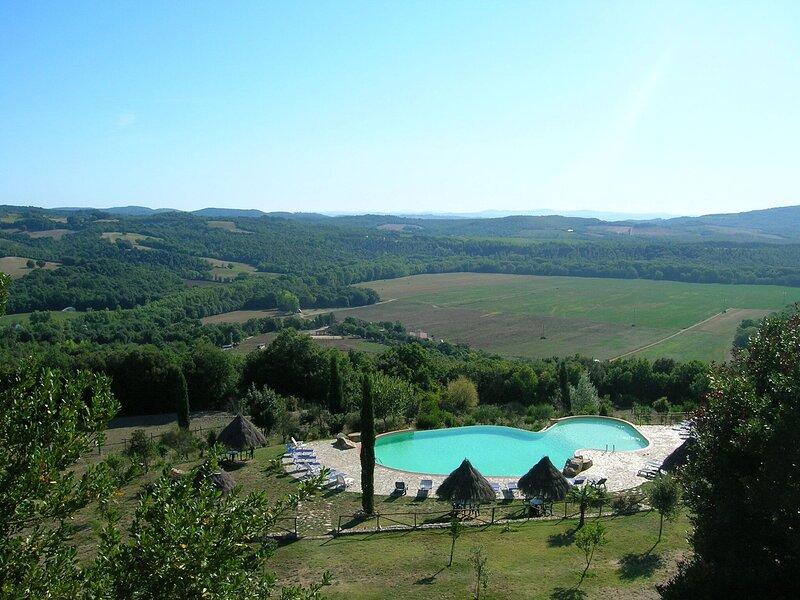 Lovely Farmhouse in Monticiano  with Garden, casa vacanza a Casale di Pari