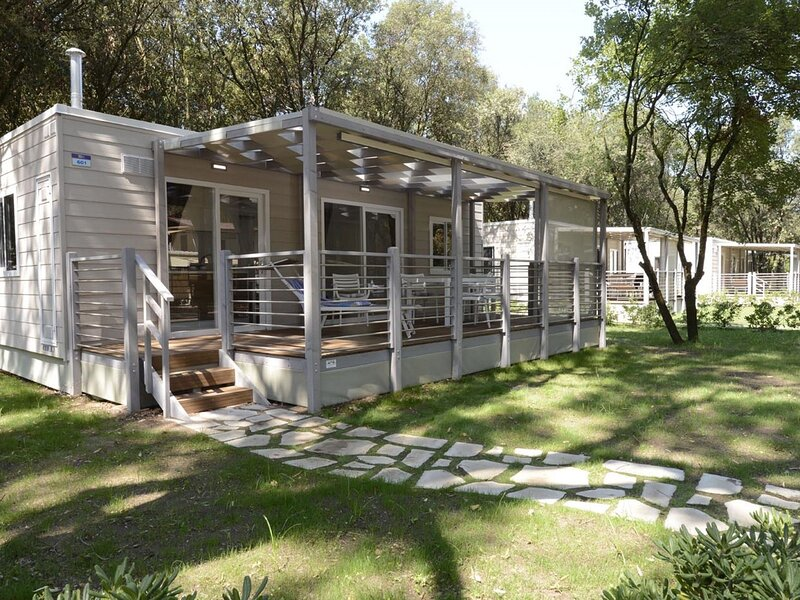 Detached chalet with AC, in a natural park on the coast, vacation rental in Cellole